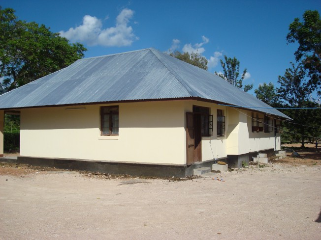 Our old government bungalow in Manyoni. Photo taken in 2010. Colonial splendour!